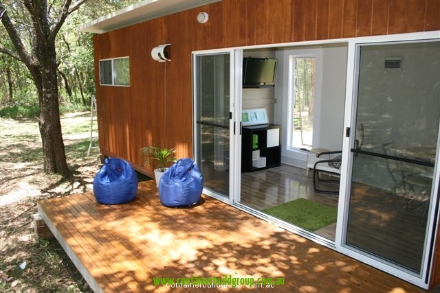 Granny cabin 40ft container homes pop up shops for Self contained cabin