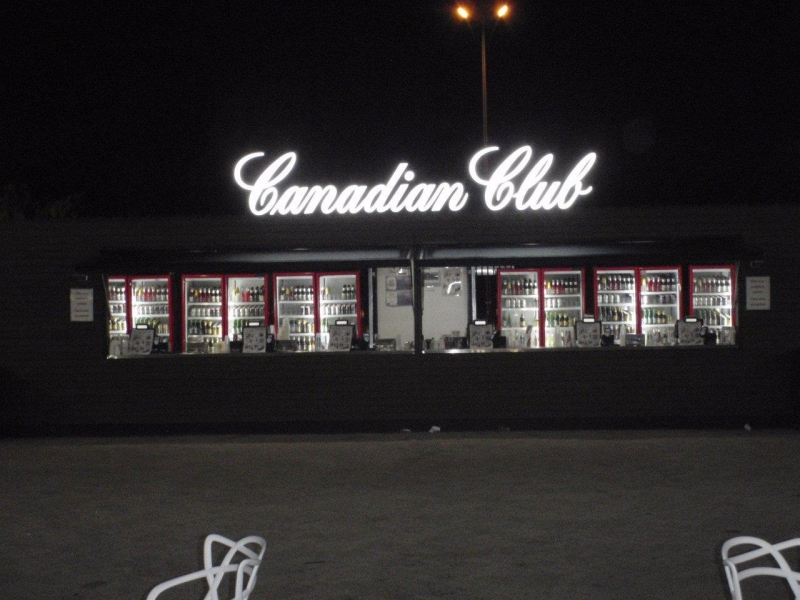Canadian Club Bar P04